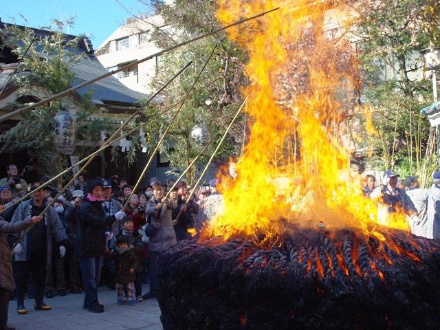 鳥越神社の「とんど焼き」