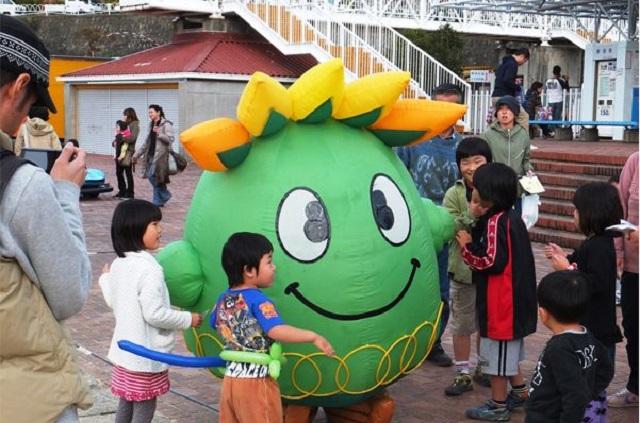 愛知こどもの国中央広場のあそびフェス