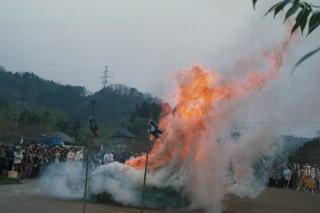 秋川の火渡り祭