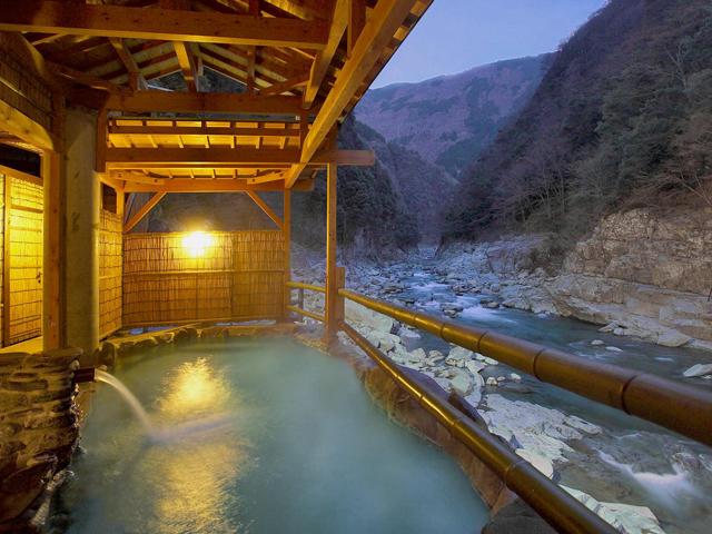 四国の秘湯9選 ケーブルカーで行く祖谷温泉やカップルで ...
