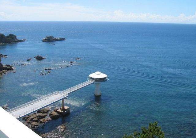 白浜海中展望塔