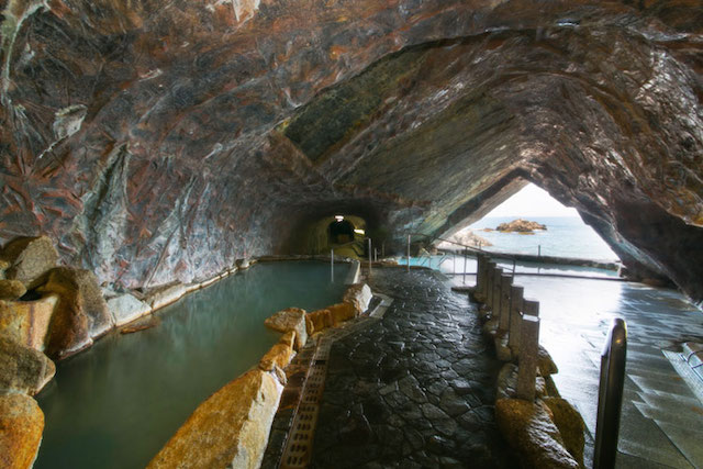 浦島の洞窟温泉