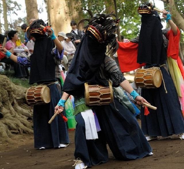 平岡鳥見神社の獅子舞