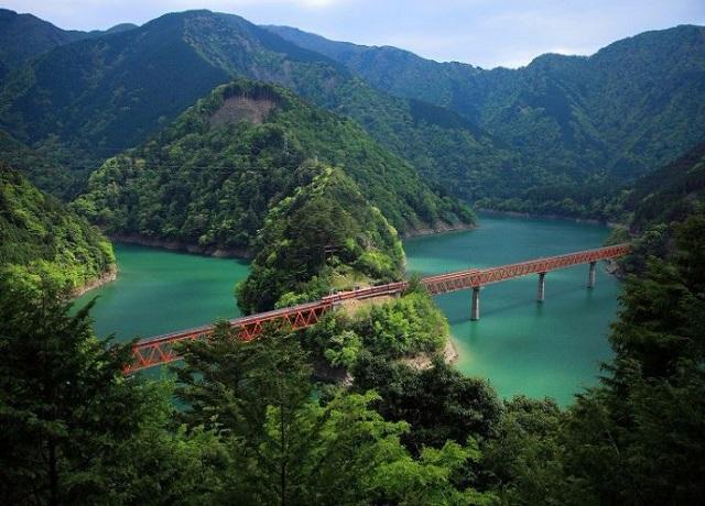 大井川鉄道とレインボーブリッジ